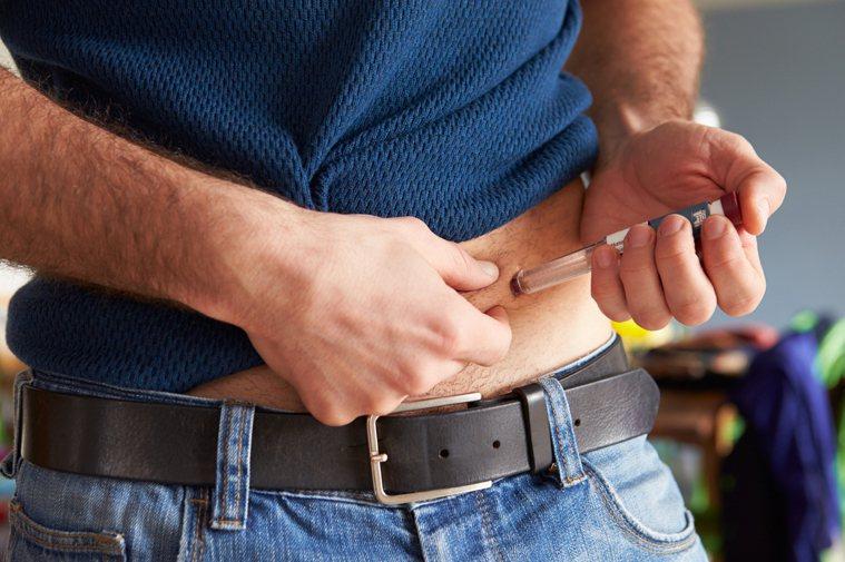 臨床上已有研究證實,愈早開始施打胰島素,對血糖控制愈有幫助。圖/ingimage