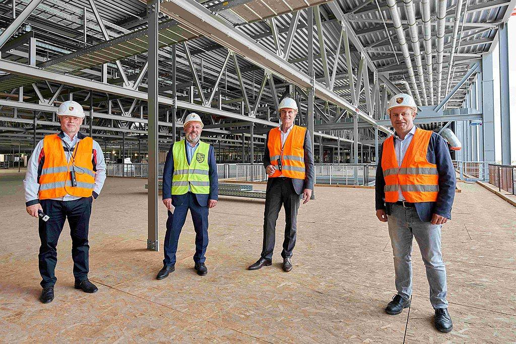 萊比錫市長Burkhard Jung表示:「位於萊比錫的保時捷已經從一個組裝廠進...