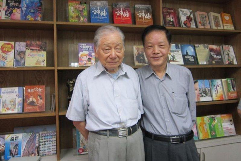 2012年9月20日,蔡文甫與向陽合影於九歌出版社。 圖/九歌出版提供