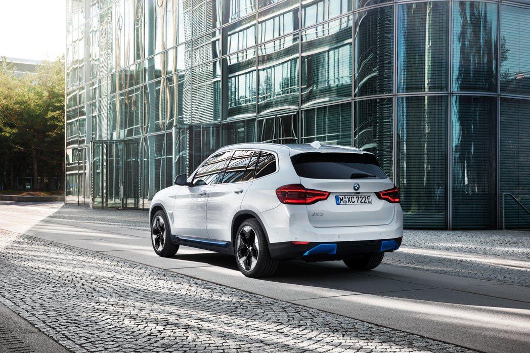 BMW iX3最大續航距離可達460公里。 摘自BMW