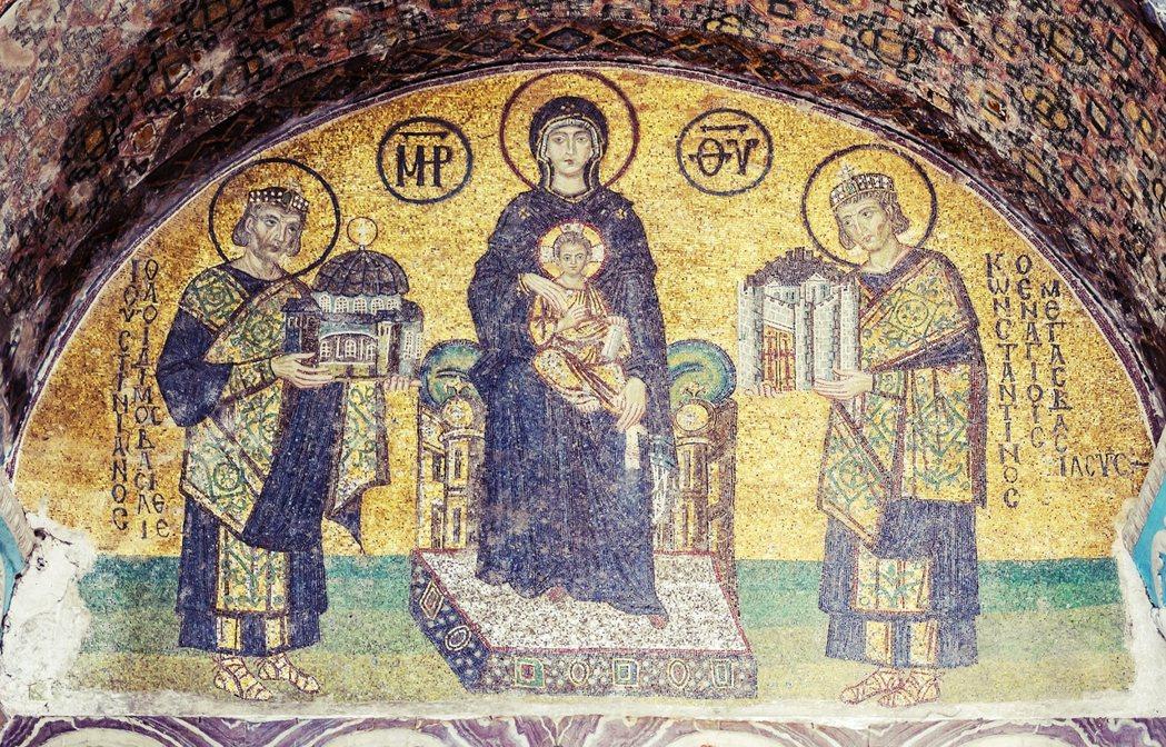 聖索菲亞及其前身建築,一開始是作為東正教教堂而誕生。圖為聖索菲亞內部的基督宗教壁...