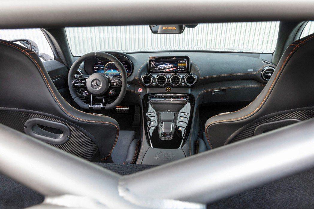 AMG GT Black Series內裝鋪陳沒有太大變動。 摘自Mercede...