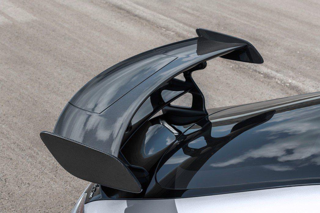 需要更高速度時尾翼便倒平減少空氣阻力。 摘自Mercedes-AMG