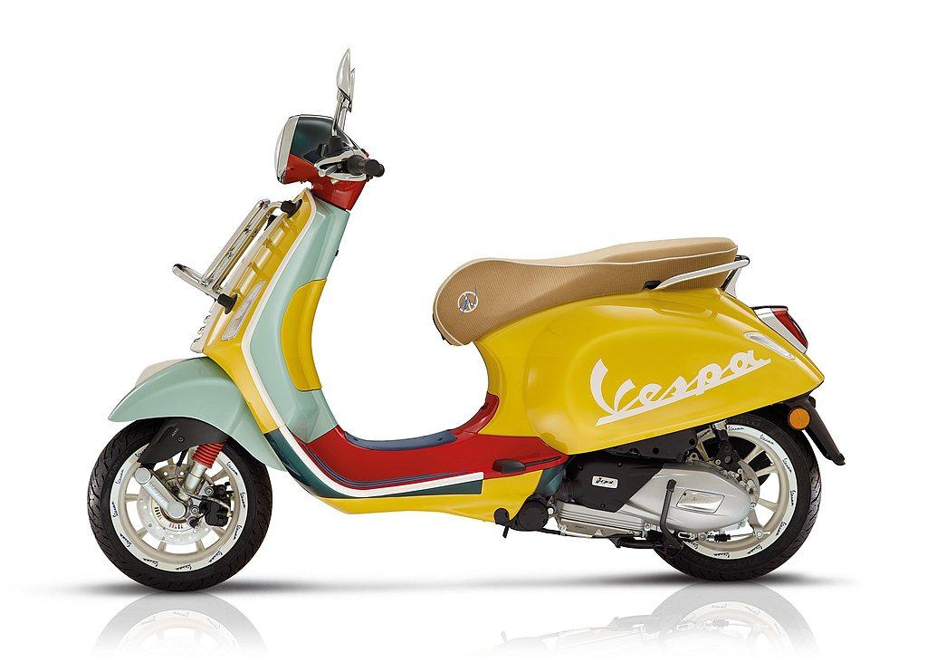 紅色塑膠材質的腳踏板嵌入了藍色的橡膠,突顯鋼製車體。Sean還挑選了淺棕色的天鵝...