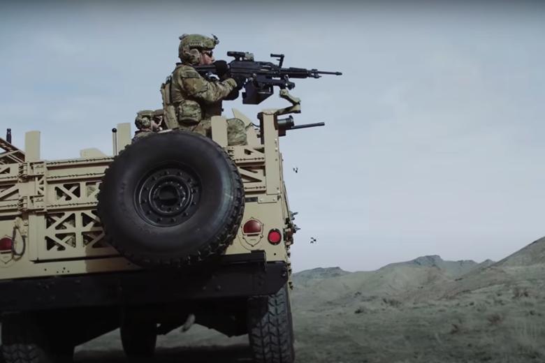 重量輕,可輕易裝於各種載具輕型槍架上。 圖/擷自西格&紹爾公司影片