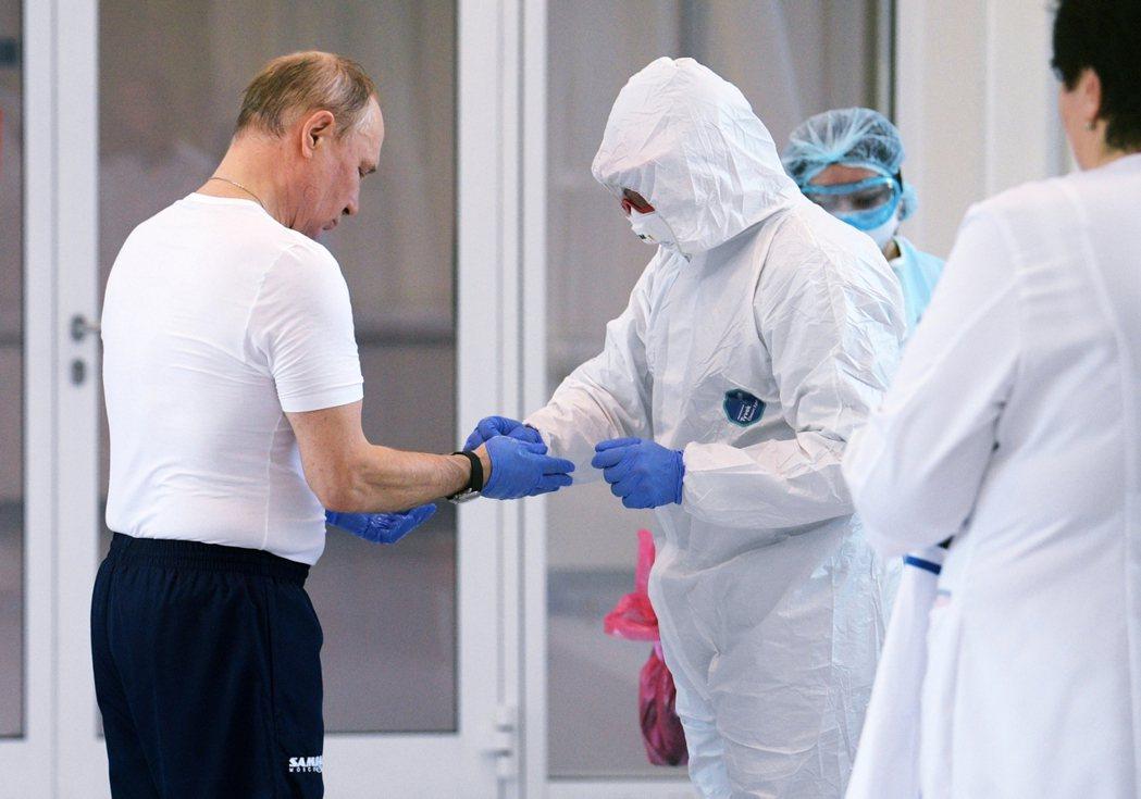 大部分俄國人對於疫情並不感到焦慮——比起病毒本身,他們更怕的其實是影響生計。圖為...