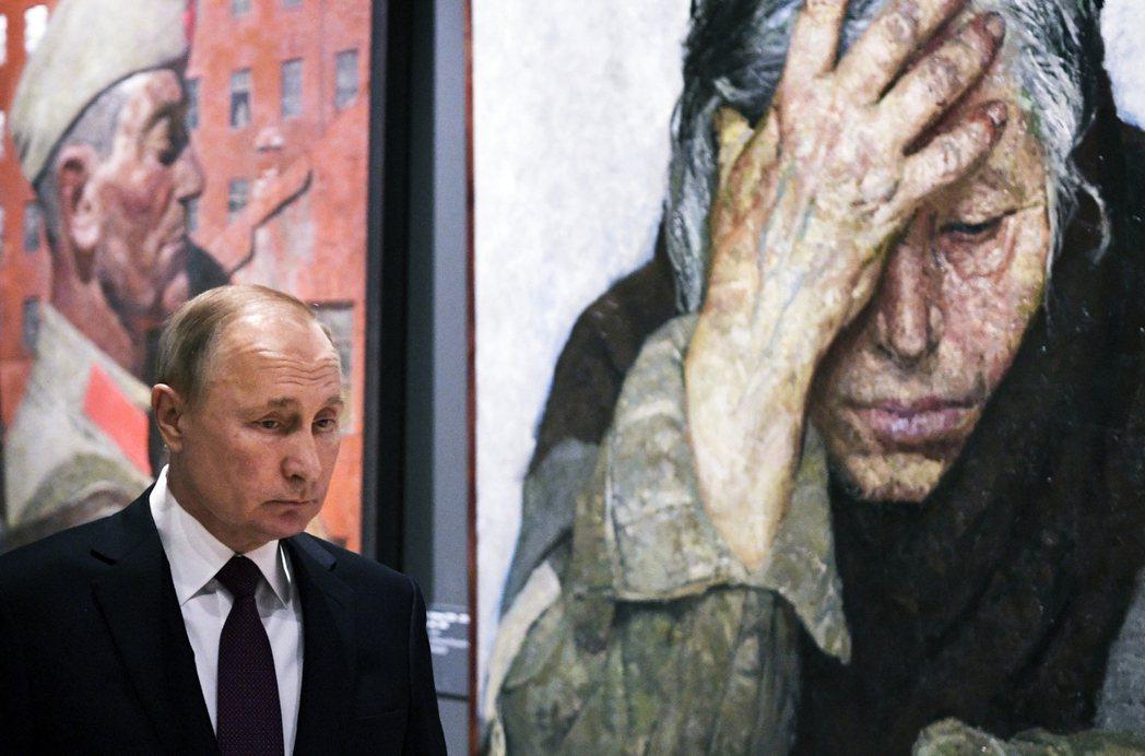 明明近年俄羅斯經濟不斷衰退,為什麼這群人這次公投仍願意支持普丁? 圖/美聯社