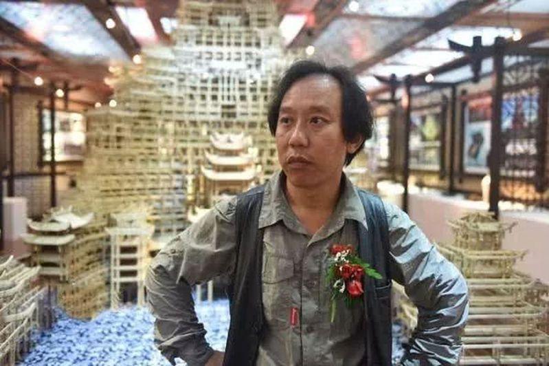 「天下第一水司樓」設計者是有「湘西鬼才」之稱的李宏進。(取材自百度百科)