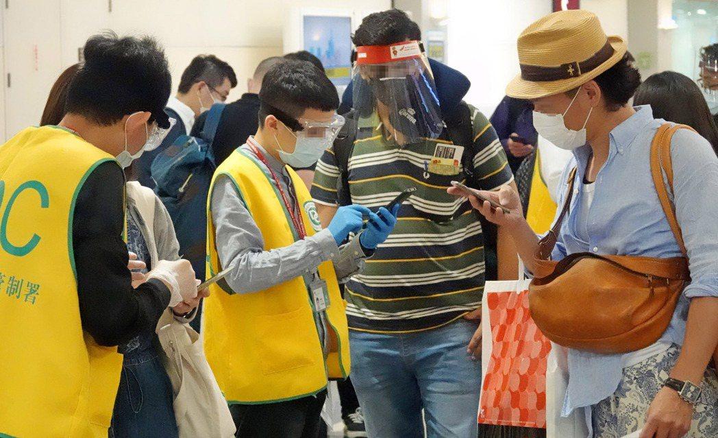 中央流行疫情指揮中心今(22)日宣布,考量國內疫情穩定、醫療量能尚有餘裕,為延續...