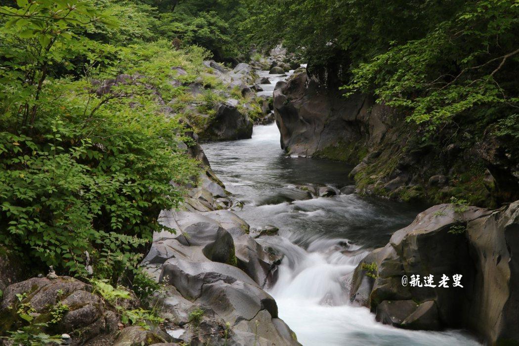 山青水綠,風景清幽, 水流湍急,聽流水聲,此樂何極~