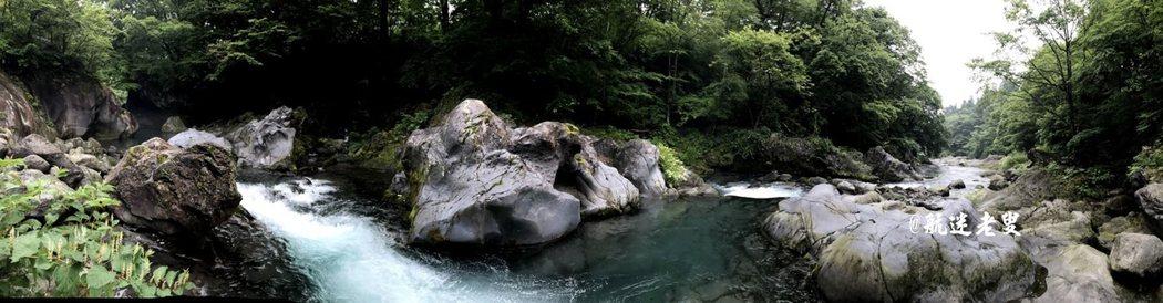 晨間微涼的空氣,錄下流水的聲音, 帶來旅遊豐沛的能量,也洗滌身心。