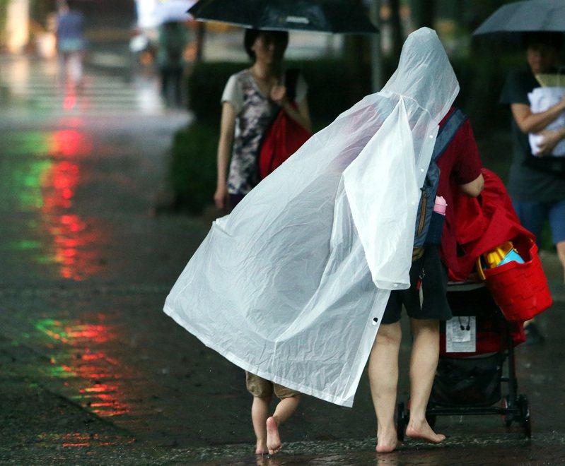 中央氣象局發布大雨特報。本報資料照片