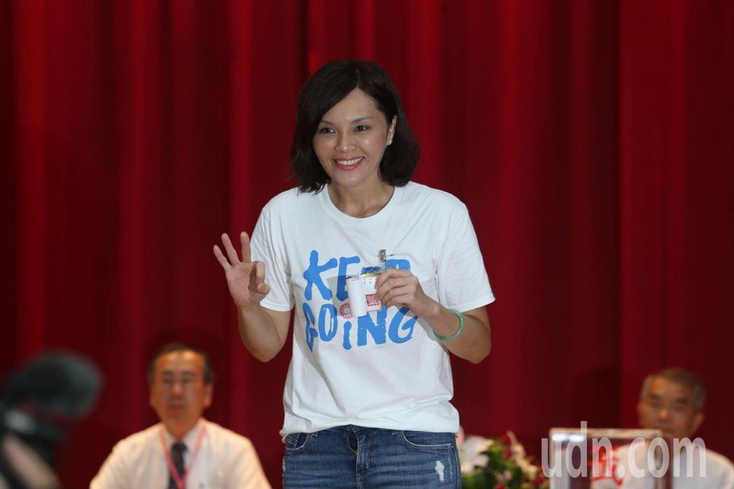 李眉蓁陣營喊出「市長投3號幸福來報到」、「光榮投3次選3號」。記者劉學聖/攝影