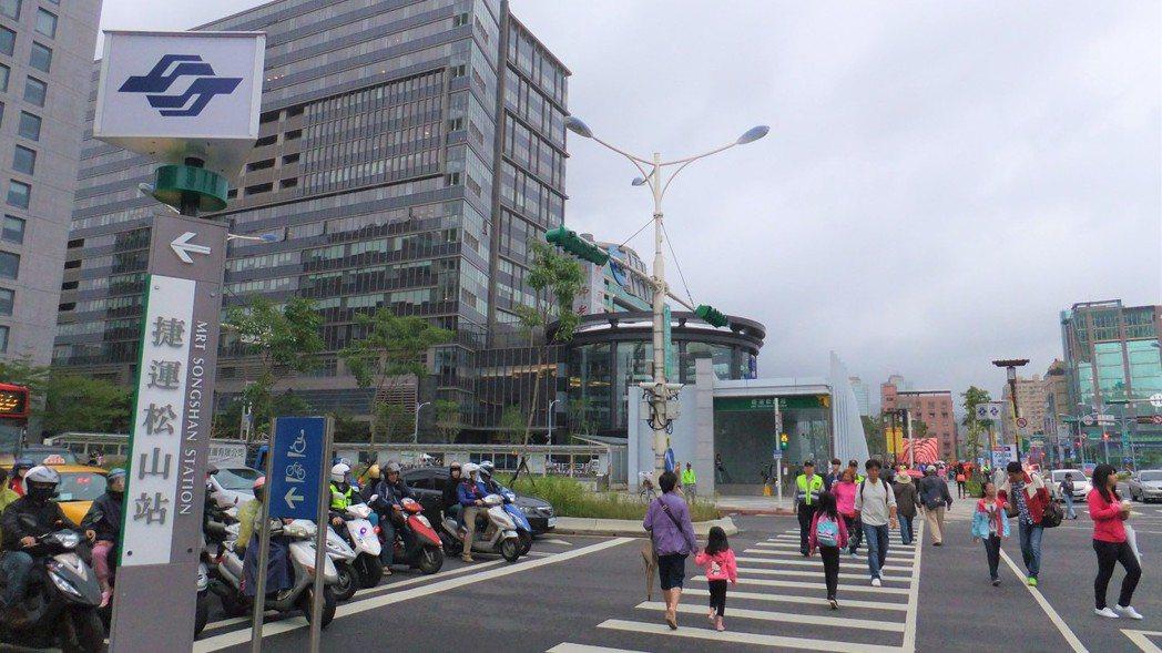 松山站。 記者游智文/ 攝影