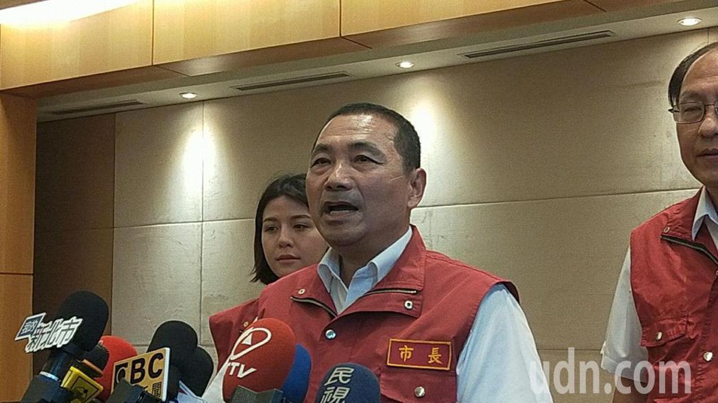 新北市長侯友宜呼籲民眾不必著領取三倍券。記者施鴻基/攝影