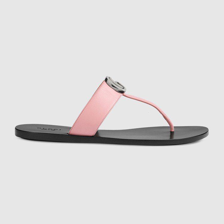 粉紅夾腳拖鞋,18,200元。圖/GUCCI提供