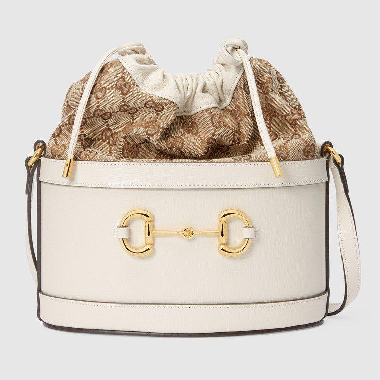 Horsebit 1955 白色皮革水桶包,59,600元。圖/GUCCI提供
