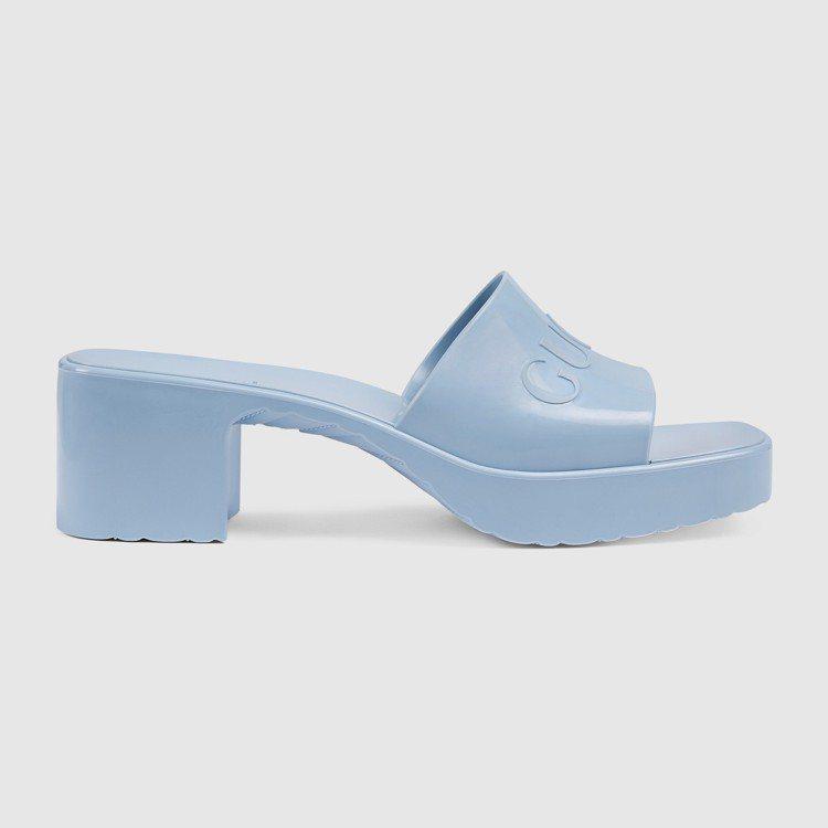 粉藍橡膠低跟拖鞋,11,200元。圖/GUCCI提供