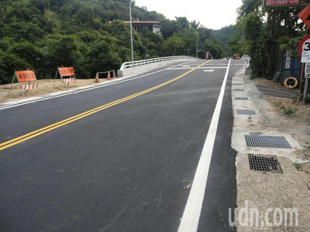 基隆七堵21號橋重建後通車,汐止、五堵交流道捷徑通了。記者游明煌/攝影