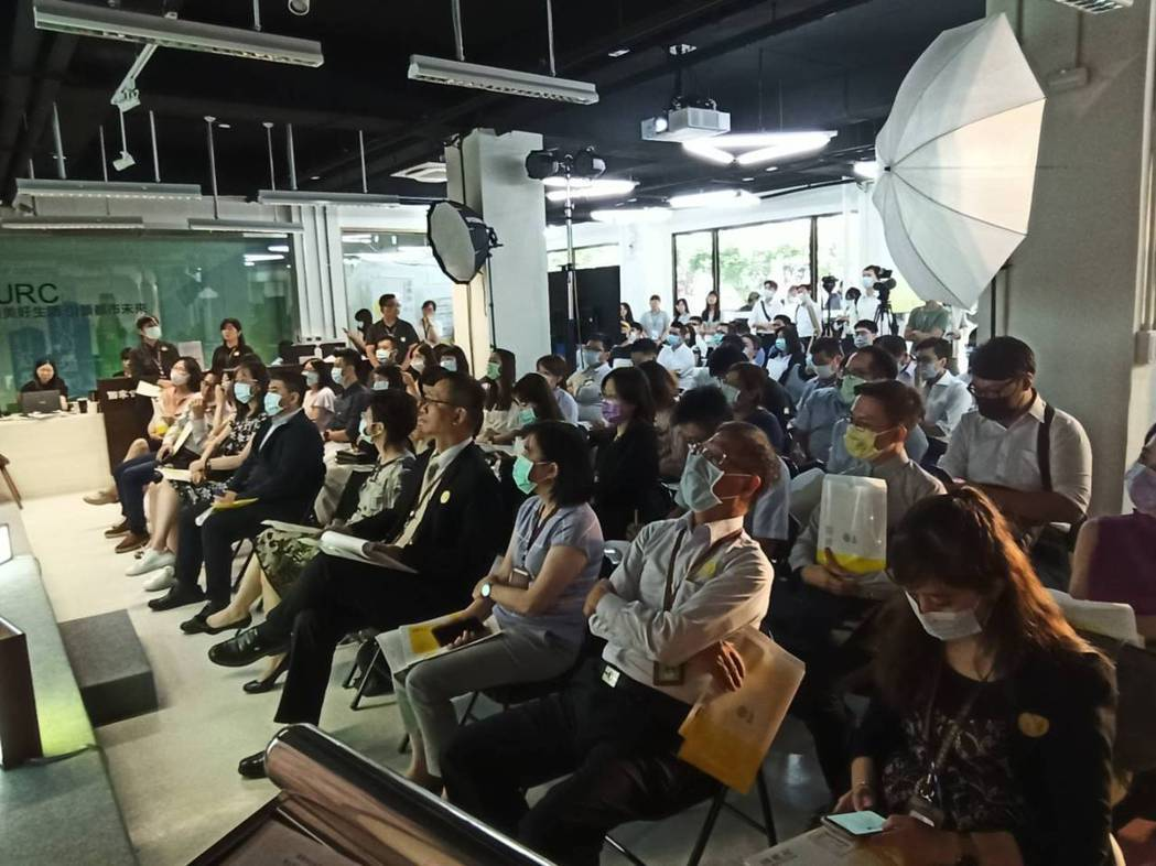 台電嘉興街公辦都更案今天舉行招商說明會,希望近50家業者參與。記者翁至威/攝影