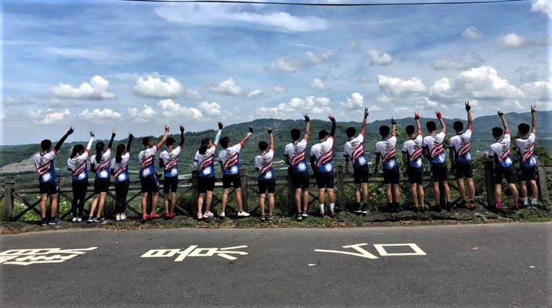 台南麻豆國中暑期單車環島淨灘活動將出發,學生進行行前訓練。圖/麻豆國中提供