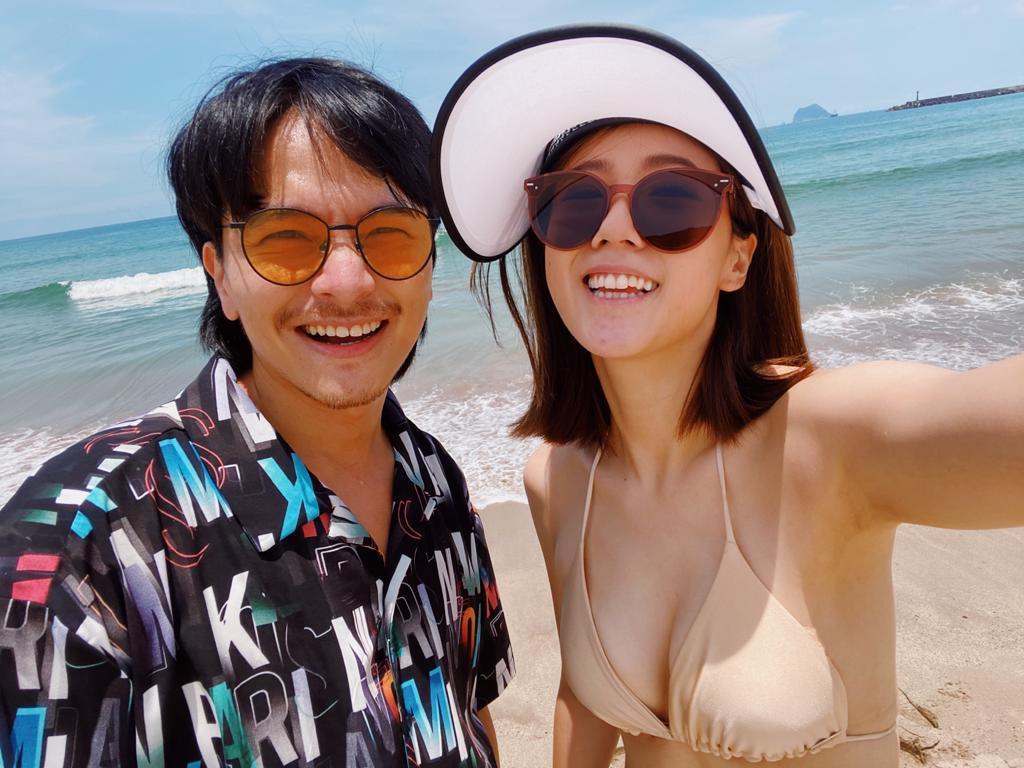 楊銘威(左)與老婆方志友出遊放閃。圖/TVBS提供