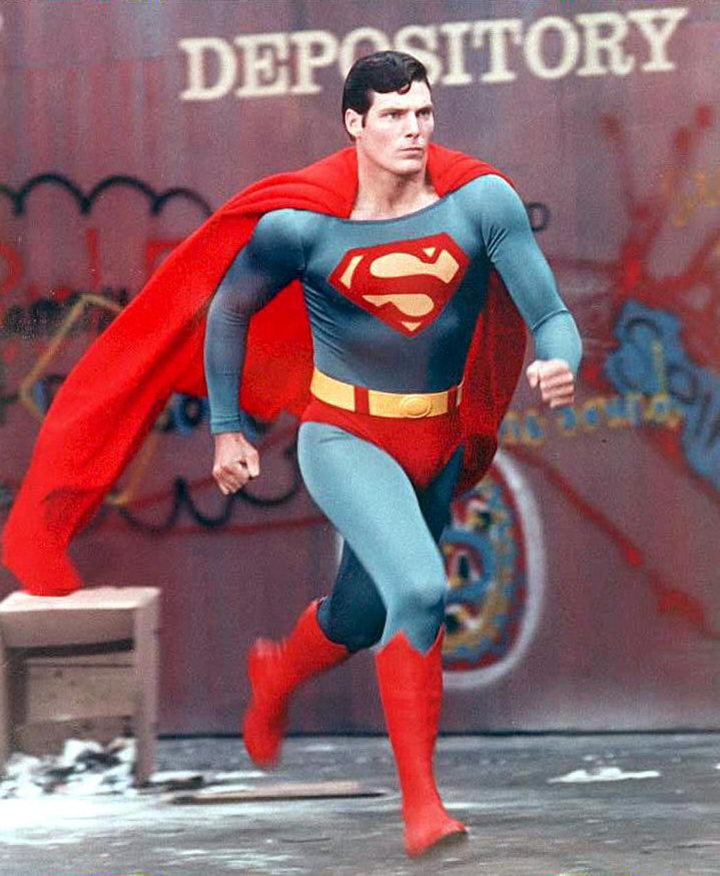 最經典「超人」克里斯多夫李維因墜馬意外不良於行,52歲即去世。圖/摘自imdb