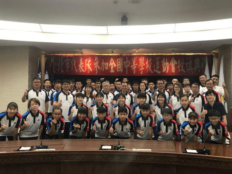 全國中等學校運動會將於7月18日至7月23日於屏東舉行,今天舉行授旗典禮。圖/台北市教育局提供