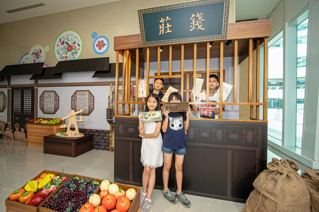 中國信託文薈館推出「班克(Bank)學院-古今銀行大發現」暑期特展,以銀行業務為...