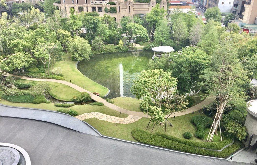 位在國美館特區的富邦「天空樹」擁有2,000坪私家森林,僅專屬於72戶人家。記者...