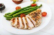 吃雞胸肉有助健身減肥?營養師:長期食用容易便祕