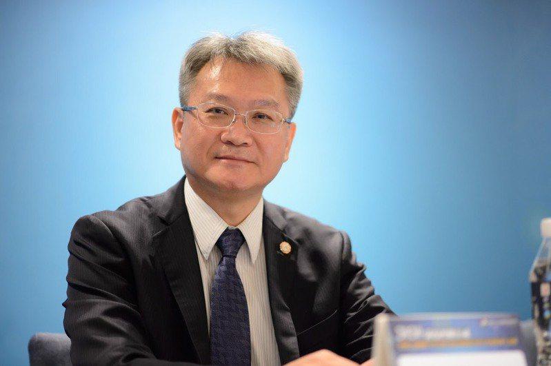 中華民國糖尿病學會理事長黃建寧表示,糖尿病的治療目標為降低併發症發生,及早使用胰島素可幫助糖尿病控糖達標。圖/黃建寧提供