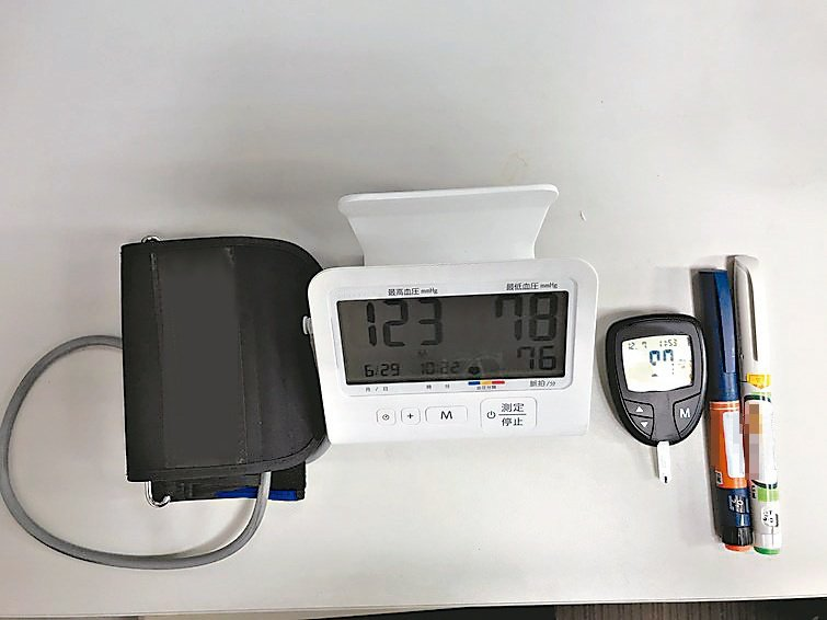 善用儀器檢查,有助管控血糖。圖/黃新華提供