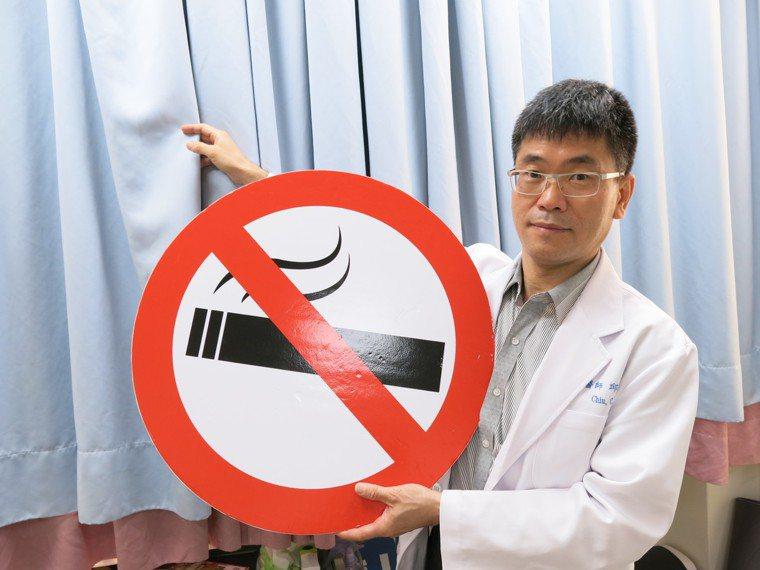 豐原醫院胸腔內科主任邱振峰說,吸菸有害健康,除了要承受二手菸的危害外,還得面對「...
