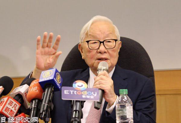 張忠謀(2018年,在台灣新竹市的台積電總部參加最後一次記者會)