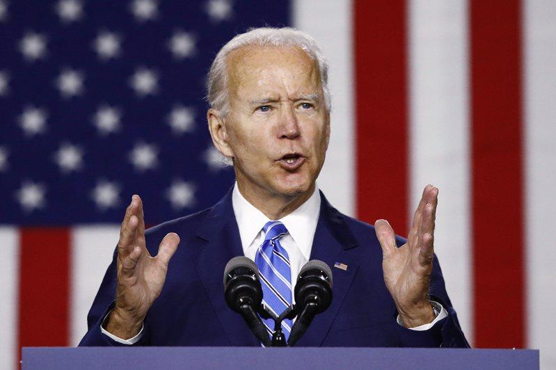 美國民主黨準總統候選人拜登十四日發表新政見,預計在二○三五年之前全部「零碳汙染發電」。 (美聯社)