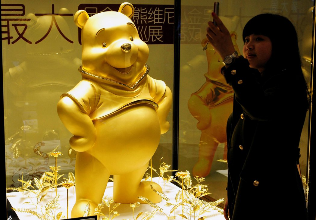 中國四川省成都的黃金小熊維尼。 圖/美聯社