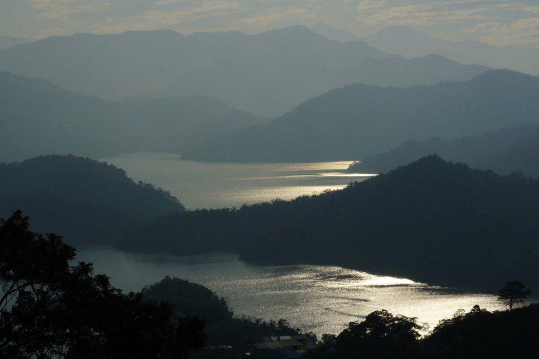 烏來杜鵑原生育地早已淹没在翡翠水庫集水區之中。 圖/林試所李俊緯提供