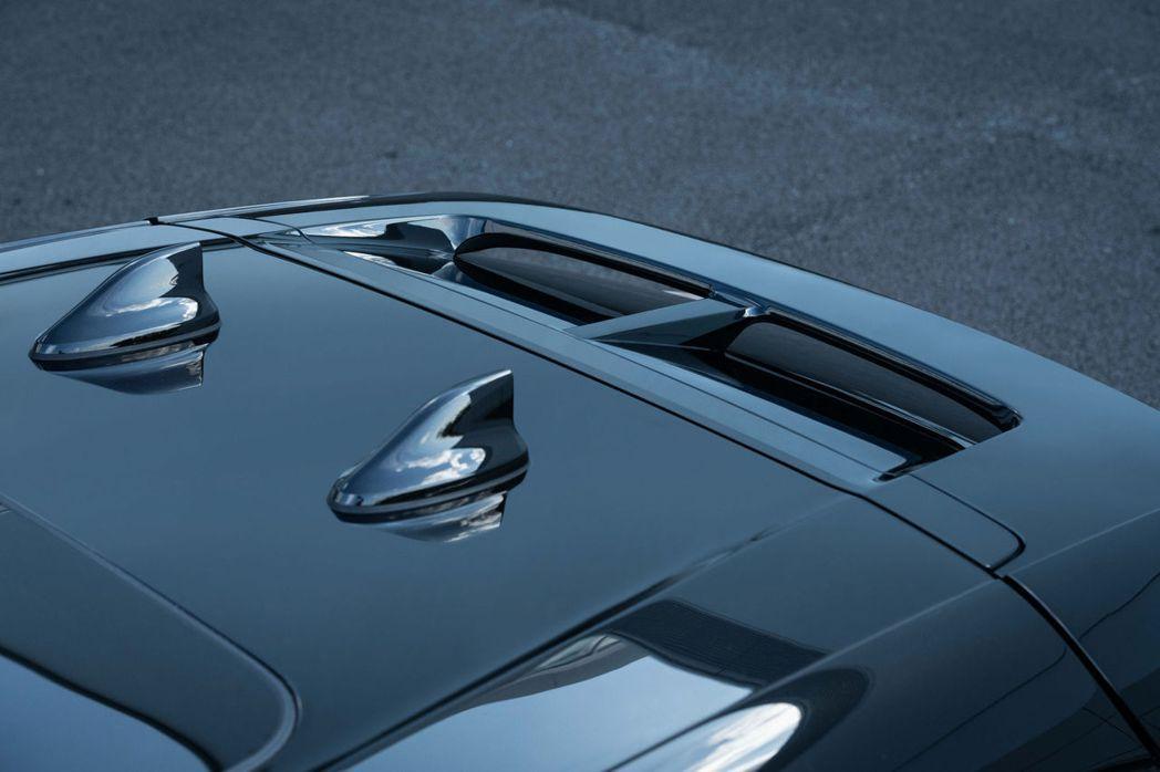 Nissan Ariya配有兩組鯊魚鰭,一個是天線,另一個則是GPS接收器。 摘...
