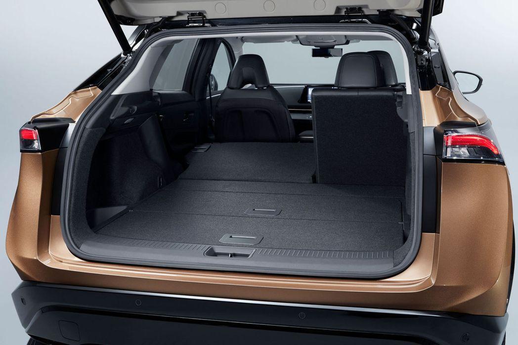Ariya的後廂空間也相當充足,並提供6/4分離傾倒。 摘自Nissan