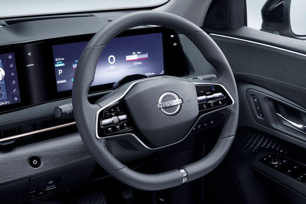 大部分的控制鈕都放在雙幅式方向盤上。 摘自Nissan