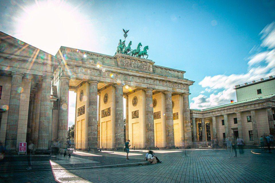 圖為德國柏知名景點「布蘭登堡門」。 圖/pixabay