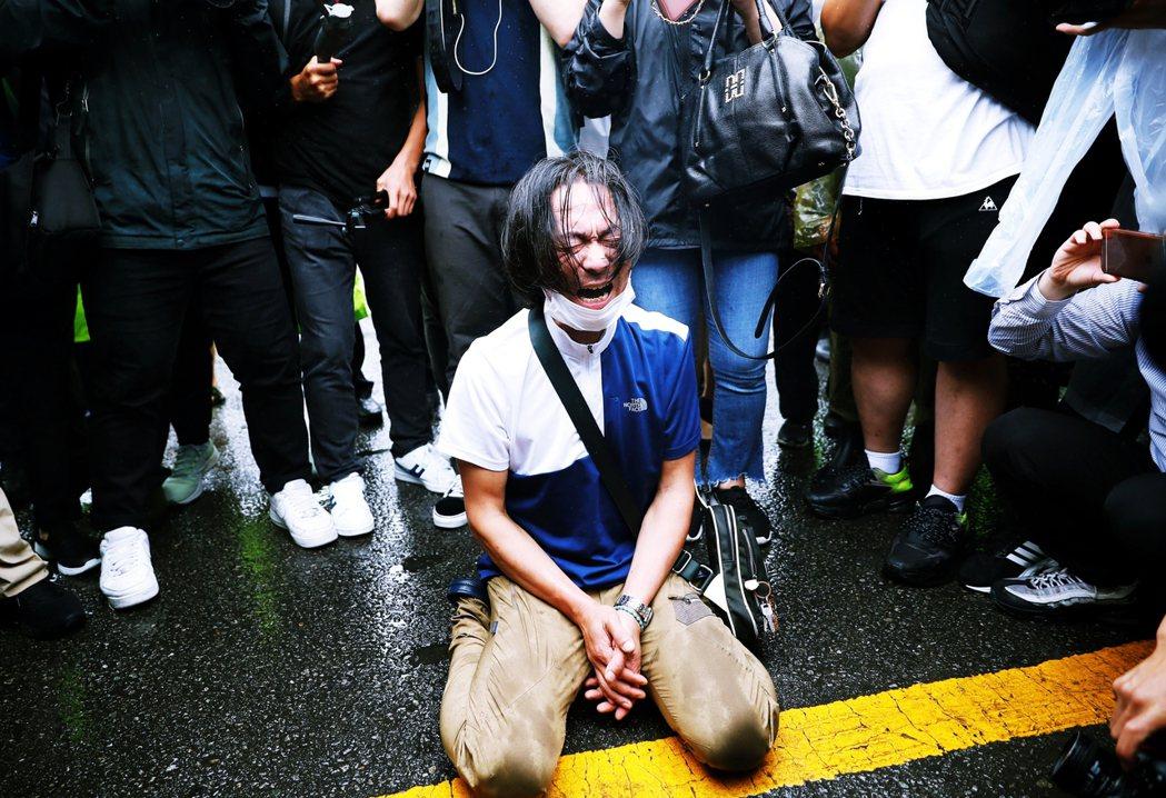 李海瓚對記者的發言,儘管極為不恰當,但「喪禮的時侯先別談究責」卻也是許多悼念民眾...