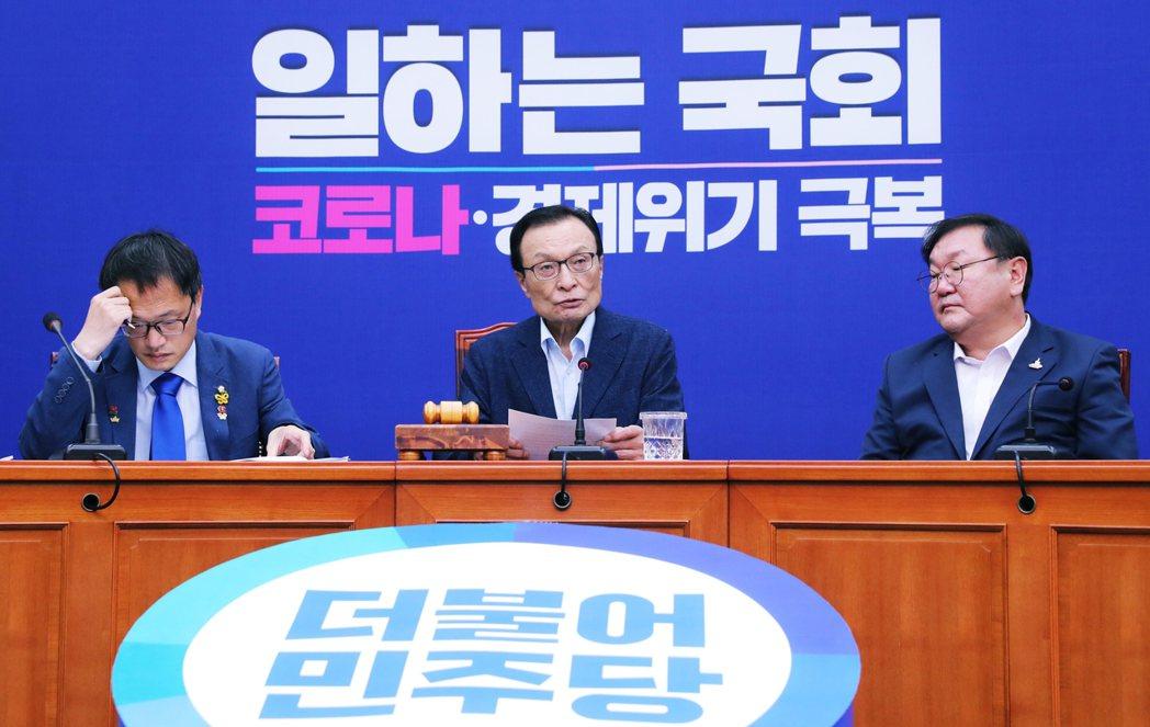 曾任南韓國務總理的民主黨黨魁李海瓚,過去與朴元淳交往甚篤。但做為執政黨的黨魁,李...