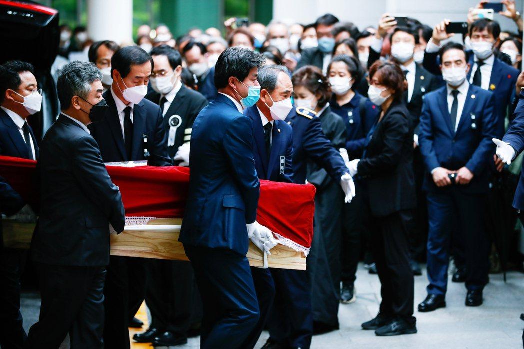 朴元淳市長的喪禮已在7月13日結束,但對於犯罪嫌疑的真相究責,漫長而痛苦的過程才...