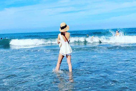 炎炎夏日,不少人都會到海邊或泳池清涼一下,女星林心如16日也在社群網站曬出海邊的照片,表示「好想好想曬黑黑喔」。照片中她僅露出背影,也沒露出比基尼,不過美背、美腿依舊很吸睛。網友直讚「背殺好美」、「...