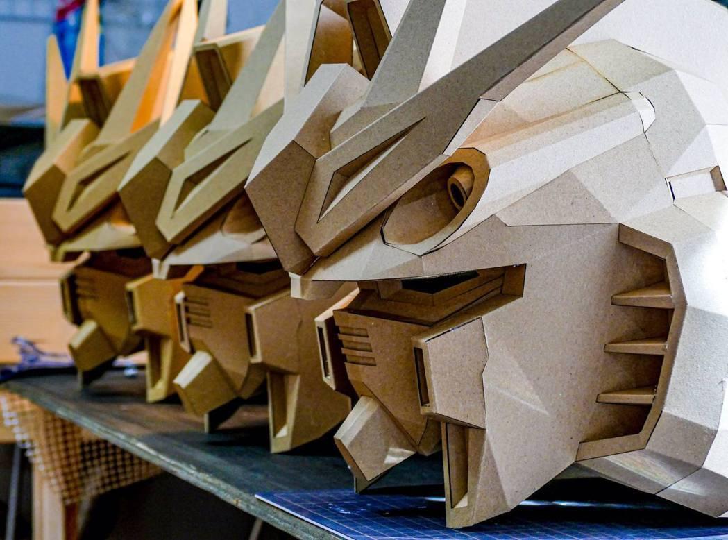 樓主的紙箱鋼彈作品都很精緻。(Twitter帳號「Tomowo_PS2」圖片)