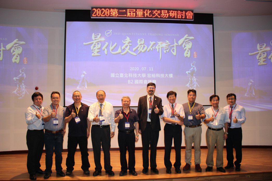 台灣量化交易協會林政憲副理事長(左起)、台灣量化交易協會理事長吳牧恩、 德信綜合...