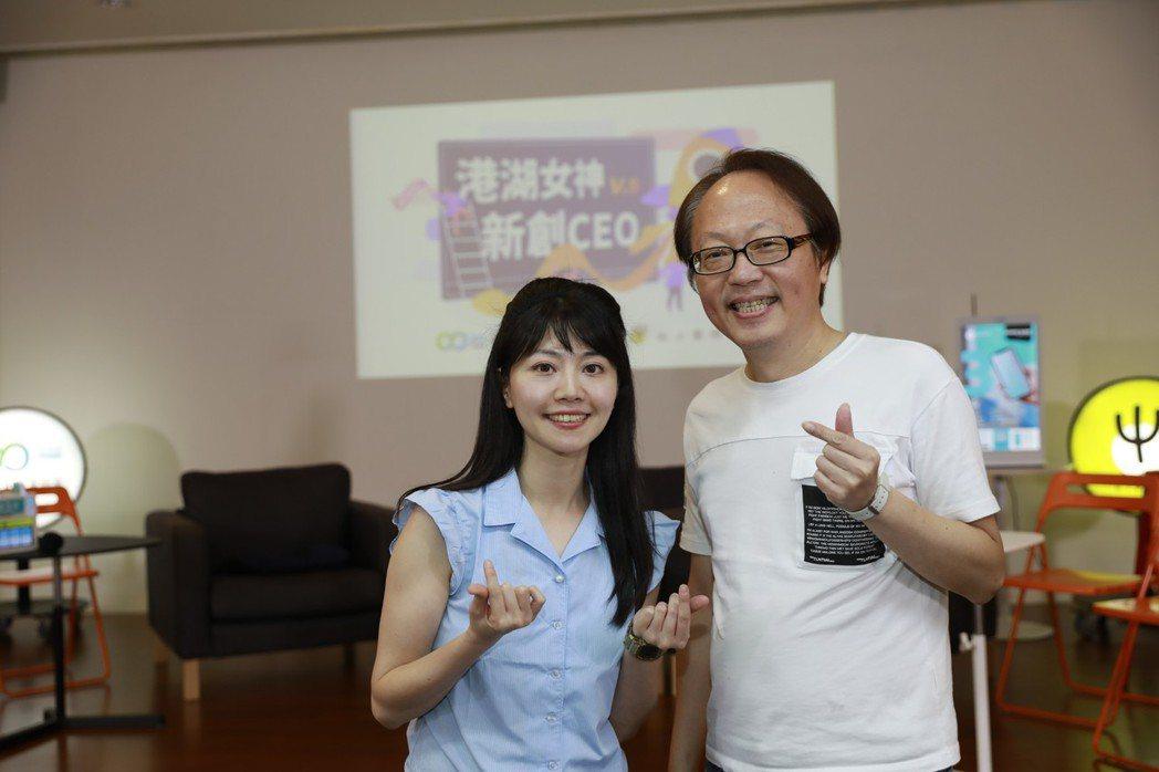立法委員高嘉瑜在擔任台北市議員期間,參訪環球睿視,了解AI人工智慧對話機器人