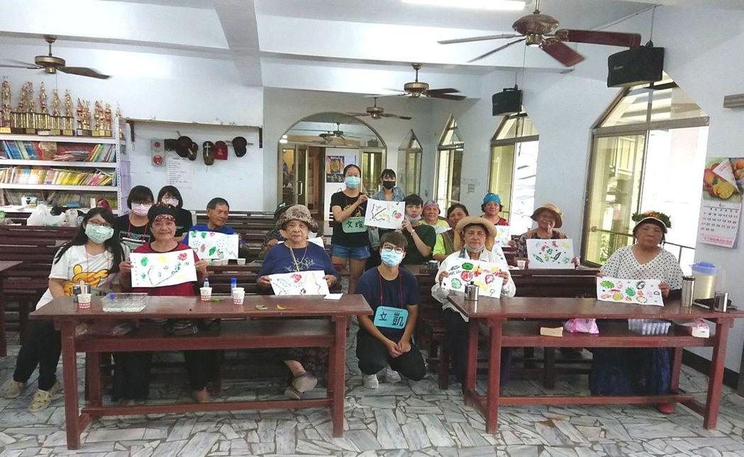 學生參與老入關懷活化社區氛圍。 大仁科大/提供
